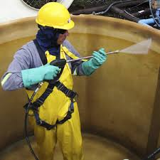Personal Técnico en Limpieza de Tanque de Agua